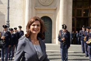 """Laura Boldrini a Pescina, polizia e carabinieri costretti a """"nascondersi"""". Il sindacato..."""