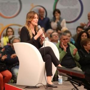 YOUTUBE Maria Elena Boschi contestata alla Festa dell'Unità a Bologna