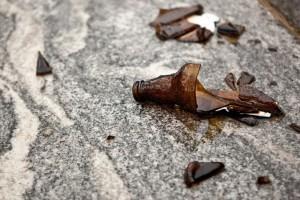 Roma, chiede a senegalese di non urinare nel parco: ferito a bottigliate in faccia