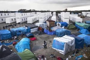 Guarda la versione ingrandita di La Grande Muraglia di Calais: Gb costruirà barriera anti-migranti