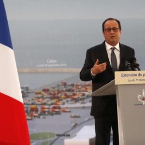 """Migranti, Hollande a Calais attacca Gran Bretagna: """"Faccia la sua parte"""""""