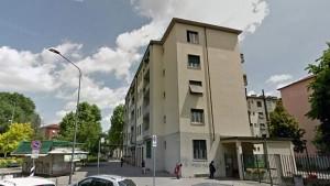 """Milano, immigrati occupano case abusivamente e insultano: """"Italiani siete m..."""""""