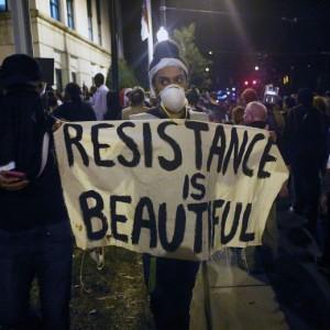 YOUTUBE Usa, terza notte di proteste: a Charlotte scatta il coprifuoco FOTO