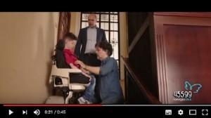 Guarda la versione ingrandita di YOUTUBE Checco Zalone testimoniale per Famiglie Sma. Trailer da ridere