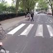 """YOUTUBE Pedone contro ciclista, quasi rissa: """"Ti devi fermare, è la legge!""""05"""