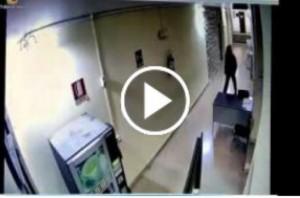 Comiso (Rg): incendiano Comune per bruciare cartella tasse 8mila €. VIDEO