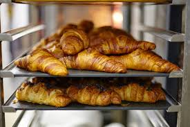 Sammontana, fili di metallo nei surgelati: croissant e panettoni sequestrati a milioni
