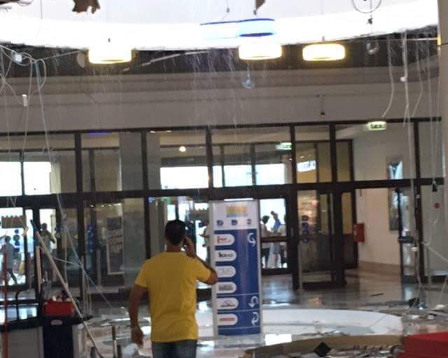 VIDEO YOUTUBE Teramo, crolla lucernario in centro commerciale: sgomberato