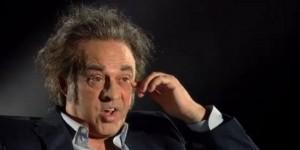Guarda la versione ingrandita di Maurizio Crozza è Paolo Sonlentino, parodia da Oscar del regista