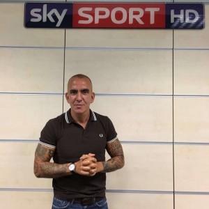 Guarda la versione ingrandita di Paolo Di Canio, Sky Sport sospende collaborazione dopo le polemiche per il tatuaggio