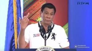 """Duterte: """"Mancato rispetto diritti umani nelle Filippine? Ue f...k you"""". E mostra dito medio"""