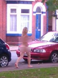 """Guarda la versione ingrandita di Doncaster, donna senza vestiti in strada: """"Ho amore nel mio cuore"""" FOTO"""