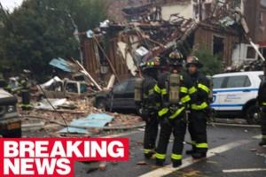Guarda la versione ingrandita di New York, esplosione nel Bronx: palazzo sventrato