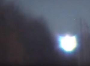 """YOUTUBE """"Fantasma nella foresta"""": misteriosa luce nel Michigan"""