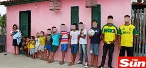 Guarda la versione ingrandita di Brasile, volevano una figlia femmina: dopo 20 anni hanno 13 maschi…