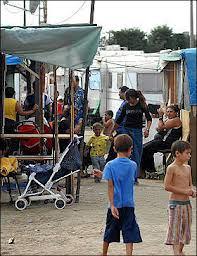 Campo nomadi e auto di lusso, 33 espulsioni