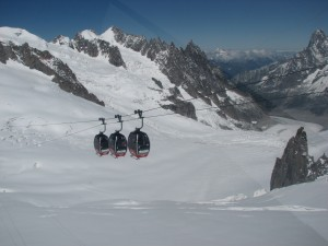 Guarda la versione ingrandita di Monte Bianco, guasto funivia: 110 persone bloccate a 3mila metri di quota