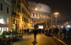 Genitori umiliano figlia e picchiano fidanzata<br /> Accade a Roma nella cosiddetta Gay Street