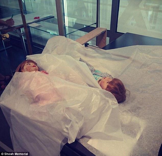 gemelle auschwitz bambole 2