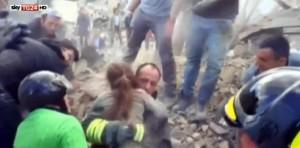 Terremoto Pescara del Tronto, la piccola Giorgia dimessa dall'ospedale