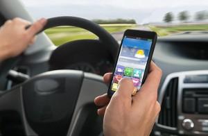 Cellulare alla guida? Inglesi chiedono condanne e sanzioni più severe
