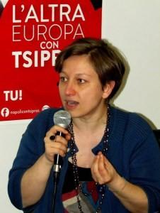 Inno Mameli, europarlamentare non si alza in aula