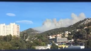 Guarda la versione ingrandita di VIDEO YOUTUBE Marsiglia, incendio assedia la città: col de la Gineste brucia