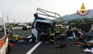 Autostrada A4, ancora un incidente: coppia grave, 5 km coda