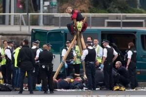 """Londra: protesta movimento """"Black Lives Matter"""" blocca aeroporto"""