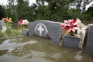 Cercatori di tombe nella Louisiana delle inondazioni: una app le riconoscerà