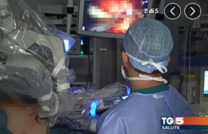 Tg5: gaffe durante rubrica salute di Luciano Onder. Nel servizio si vede...