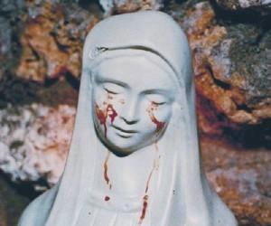 """""""Statua Madonna piange sangue"""", si grida al """"miracolo"""" a Trevignano (Roma)"""
