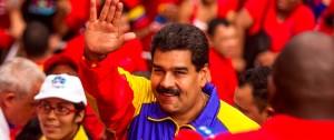 YOUTUBE Venezuela, Maduro inseguito da folla mentre fa jogging