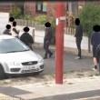Manchester: baby gang in preda all'alcol uccide conigli, buca gomme, rompe finestre6