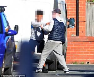 Manchester: baby gang in preda all'alcol uccide conigli, buca gomme, rompe finestre88