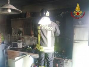 Benevento, fiamme nell' appartamento del calciatore Padella