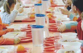 Guerra del panino a scuola. Mensa contestata, protesta dilaga