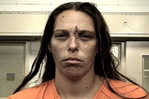 """Fa violentare la figlia di 10 anni: """"Provavo piacere a guardare"""". Poi la uccidono"""