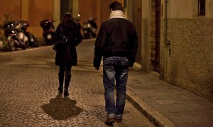 Genova, aggredita fuori da scuola. Lo riconosce mesi dopo e lo denuncia