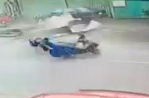 Taiwan, tifone Meranti: motociclista colpito al volto da detrito