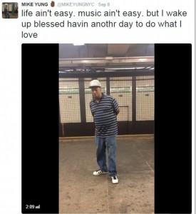 """Canta """"unchained Melody"""" nella metro di New York: pendolari stregati dalla sua voce"""
