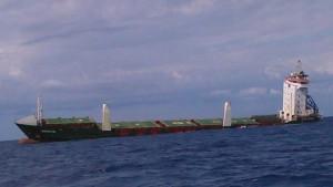 Guarda la versione ingrandita di Siracusa, nave Mustafa Kan fa naufragio con 8mila tonnellate di fosfato di ammonio