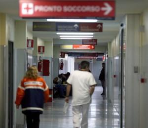 Pisa: ricoverata, trova un verme giallo nella cena servita dall'ospedale