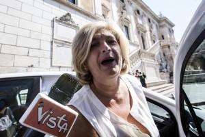 Roma, Paola Muraro indagata per consulenze Ama. Altra grana per Virginia Raggi