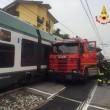 Gazzada, camion bloccato nel passaggio a livello: treno lo travolge 3
