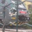 Gazzada, camion bloccato nel passaggio a livello: treno lo travolge 5