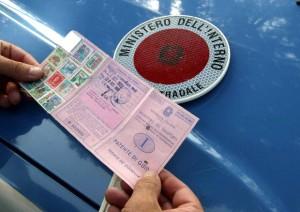 Verona, sostituisce i candidati all'esame di guida: arrestato