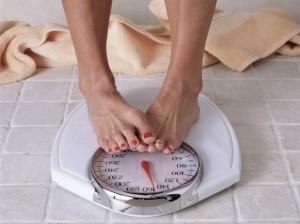 Ossessione bilancia: ci pesiamo 111 volte all'anno