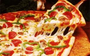 Bonus ai dipendenti? Meglio offrirgli una pizza. La produttività...