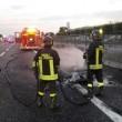 Porsche d'epoca a fuoco in autostrada: completamente distrutta FOTO 2